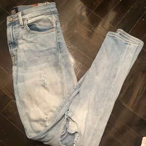 Urban Outfitter size 26 light ripped jeans